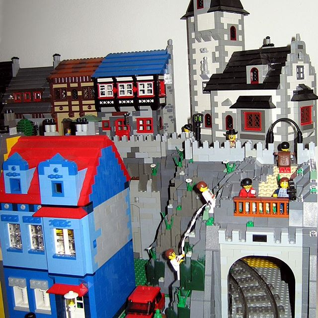 I like LEGO-like colorfulness of this LEGO town, as well as the mischievous minifigs climbing the rocks. Credit: tacvud on brickshelf.com #lego #legomoc #legocity #legotown #minifig #legopic #legofan #legotrain